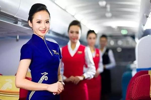 """中国姑娘夺得年度""""世界最美空姐""""冠军"""