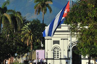 卡斯特罗被安葬在圣地亚哥 长眠英雄城
