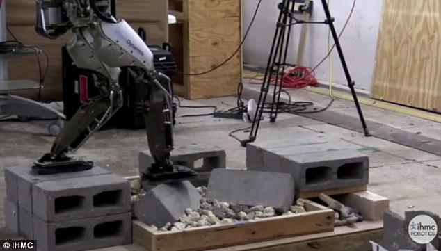 人形机器人再进化:能在废墟上行走