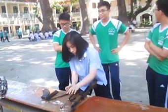 越南女学生拆快拆解重组AK47
