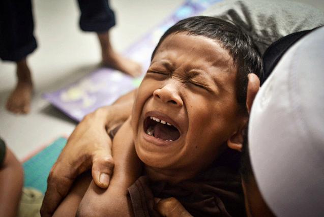 环球图片一周精选 马来西亚男孩参加割礼