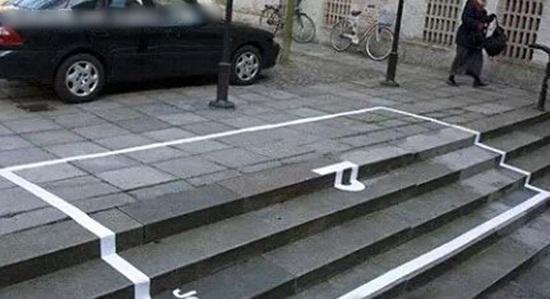把车开上台阶才一脚油门就行?劝你告别汽车吧!