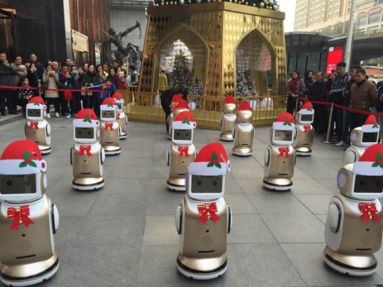 来武商广场,与机器人一起过完美圣诞