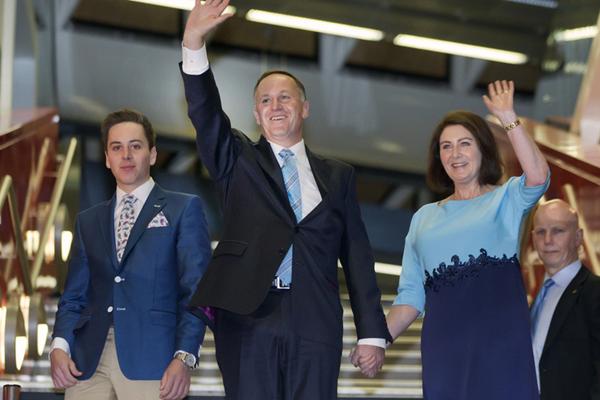新西兰总理宣布辞职回家陪老婆 这口狗粮喂得出其不意