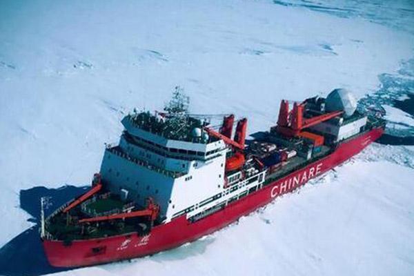 """中国""""雪龙""""号科考船抵达南极 直升机勘察冰情"""