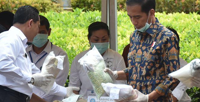 印尼当局销毁缴获毒品 总统佐科现场视察