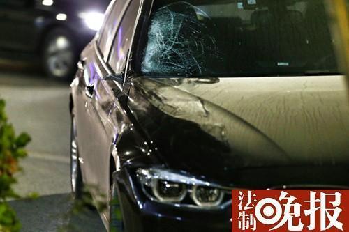 北京宝马撞公交站致两人死亡 司机已被控制