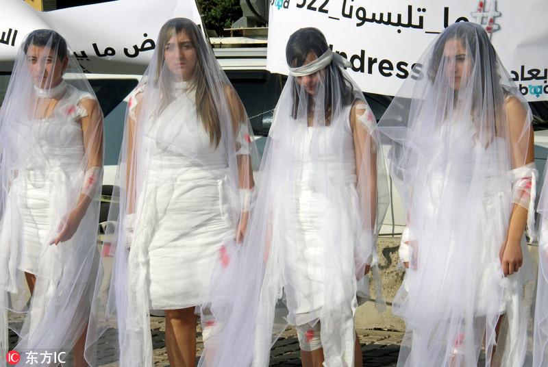 娶了可免遭起诉 黎巴嫩妇女穿婚纱抗议不合理强奸法