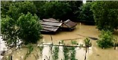 越南中部持续降雨引发洪水 已造成65人死亡
