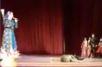 俄演员表演时过世观众以为表演