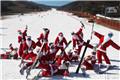 圣诞老人现身滑雪场