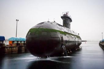 """延时摄影展示潜艇""""上岸""""过程"""