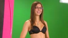 《扒神嗨评》加拿大裸体新闻女主播全裸出镜