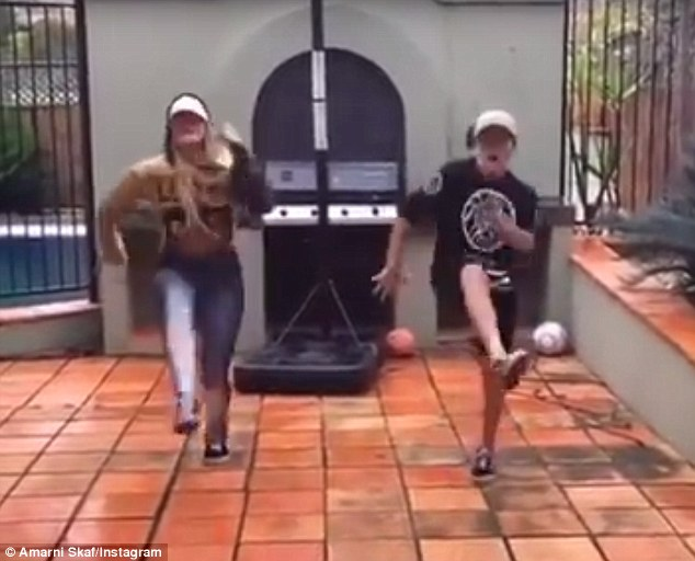 澳姐弟俩搭档表演嘻哈舞蹈火爆网络