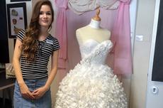 英女生用卫生纸制成精美婚纱
