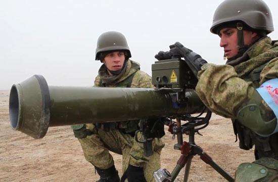 俄军学用解放军120毫米火箭筒