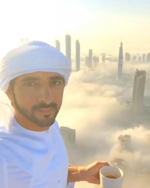 壮观!迪拜王子摩天大楼上拍摄云中城