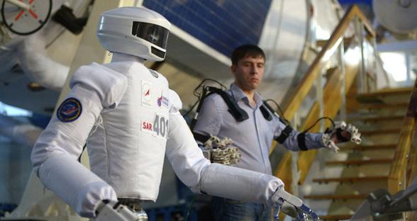 俄罗斯研发太空机器人 能开车能握手还要去月球