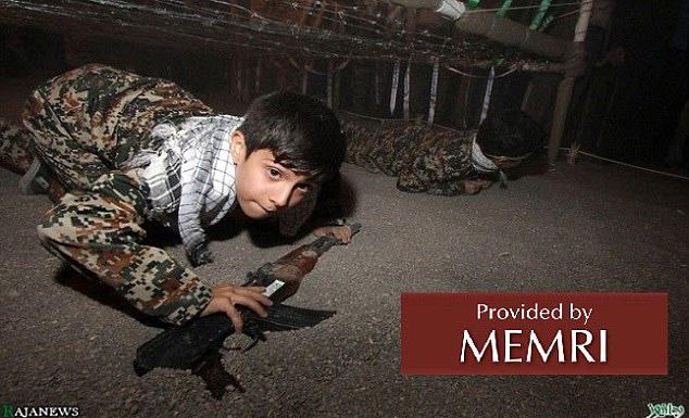 伊朗政府建军训主题乐园训练儿童