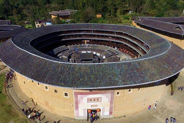 航拍福建永定土楼群 中国古建筑中的奇葩