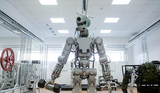 俄罗斯研发超级机器人 会开车以后还将上太空工作