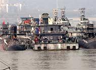 一个船坞三艘全新潜艇正建造