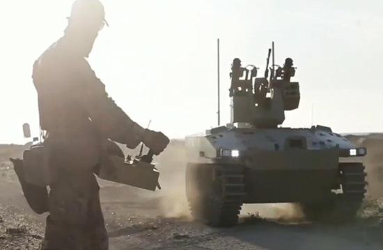 俄特种部队操控机器人在叙作战