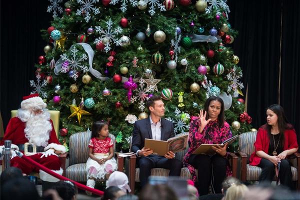 圣诞在即 美第一夫人米歇尔为病童朗读故事送关爱