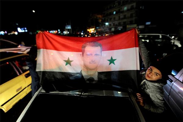 叙利亚政府军加快收复阿勒颇 民众街头庆祝胜利