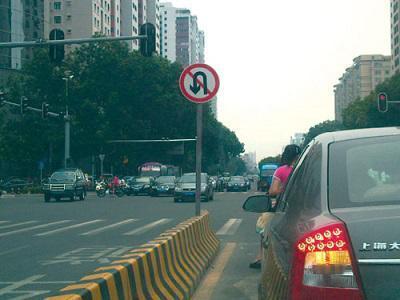每次路口掉头都违章 就因为你不懂这些规则