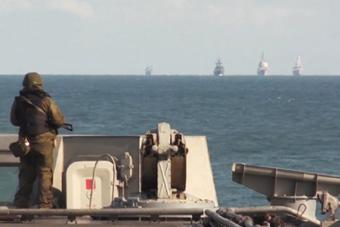 西方军舰对俄军航母虎视眈眈