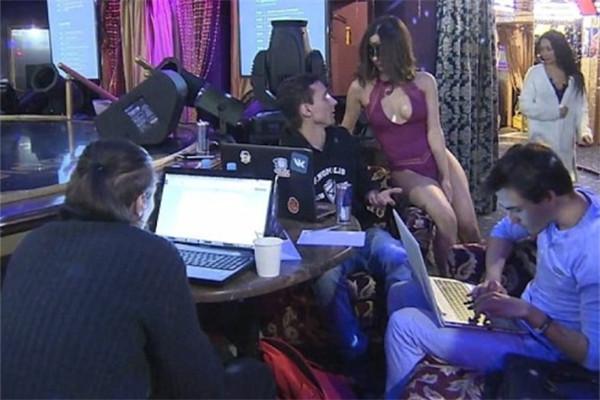 俄黑客如何炼成?脱衣舞娘现场测试其专注力