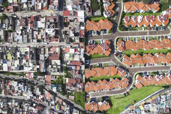 墨西哥城的贫富差距 地狱天堂仅一墙之隔
