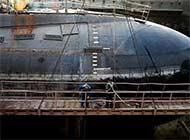 探秘伊朗船厂:潜艇老旧正维护