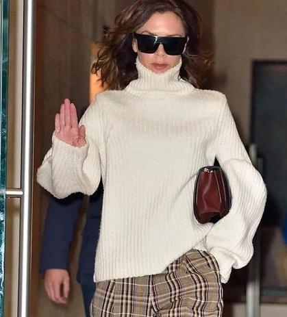 Victoria Beckham 时髦翻倍的秘密藏在她的袖子里!