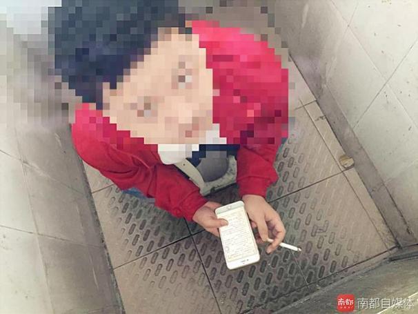 深圳男子如厕抽烟被主管偷拍 公司回应:为取证