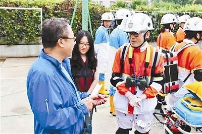 急救中心为医生配望远镜遭质疑 回应:保护安全