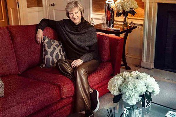 英首相特雷莎·梅穿995英镑皮裤 被指奢侈引口水战