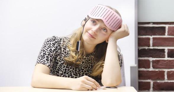智能眼罩用脑电图遮光 提高睡眠质量