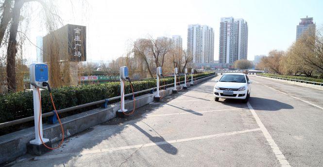 北京停车场、加油站需规划充电桩