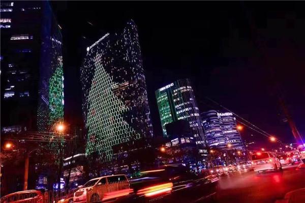 炫目光影点亮圣诞精彩 北京三里屯通盈中心洲际酒店圣诞点灯