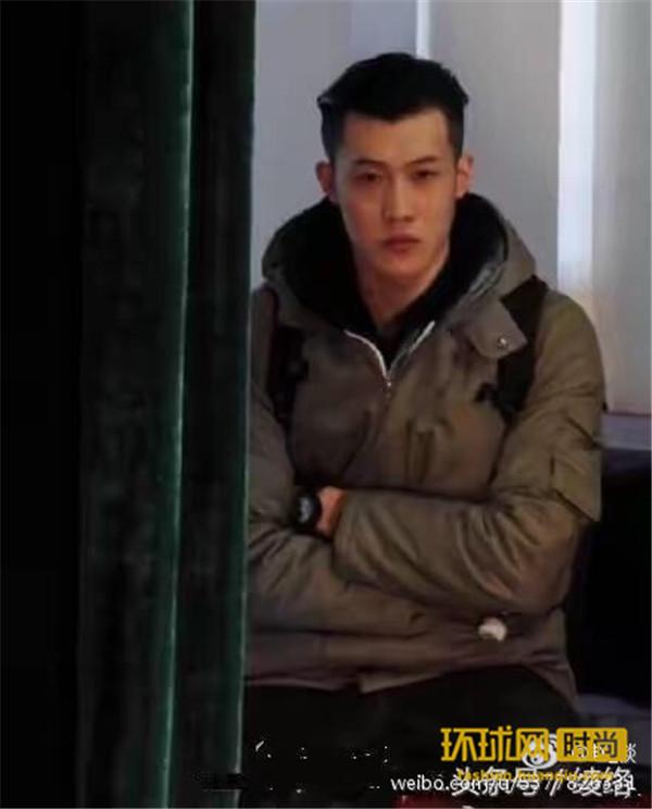 王宝强新助理有点帅 气质不熟当红鲜肉