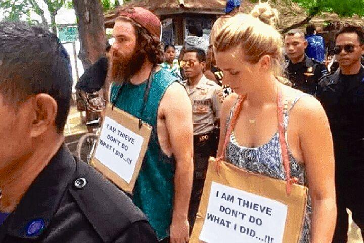 """澳洲游客游印尼偷窃一辆自行车 挂牌""""我是小偷""""游街"""
