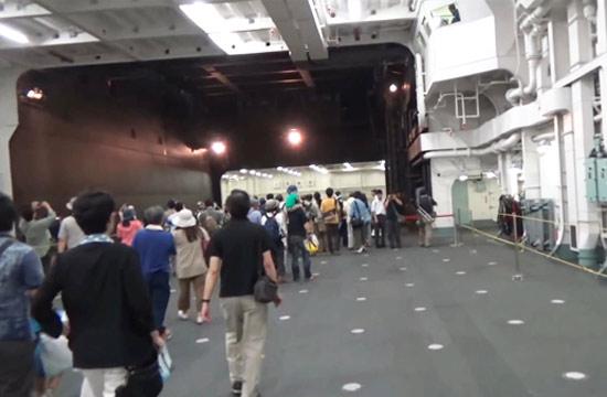 日本出云号准航母庞大机库曝光