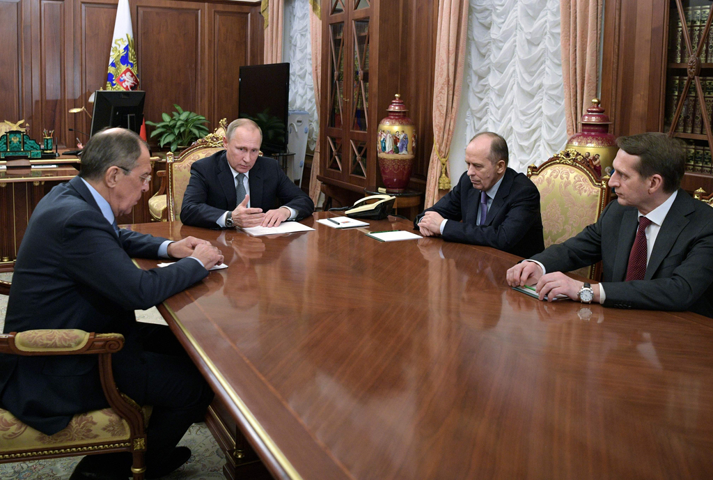 普京召开紧急会议 痛斥恐怖分子刺杀俄驻土大使