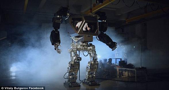 韩国巨型机器人曝光 《变形金刚》设计师助力
