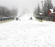 峨眉已过贫雪期 滑雪赏景正当时