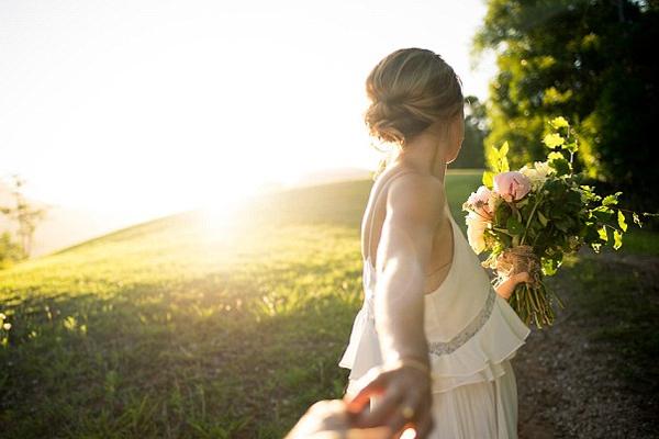 澳摄影师情不自禁拿起相机为自己婚礼拍照