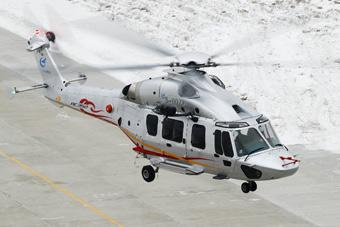 实拍国产AC352直升机首飞