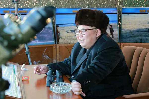 金正恩连续视察朝军 观摩飞行员夜袭训练和炮兵部队射击赛